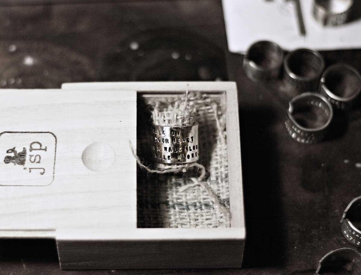 anello personalizzato inciso