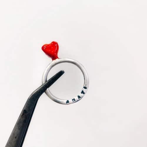 anello-con-cuore-rosso