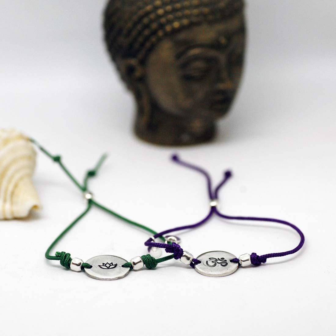 bracciali zen cordino argento con loto e om