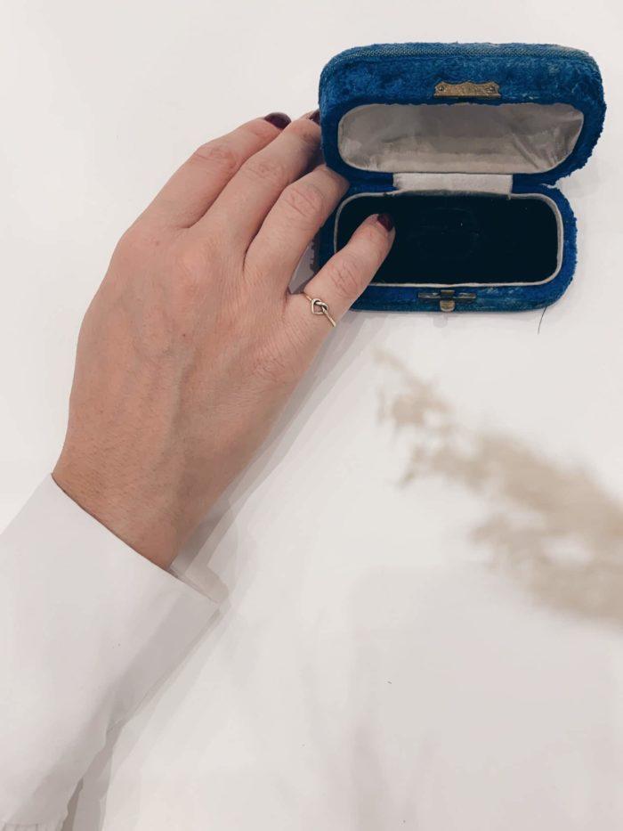 anello a cuore con nodo