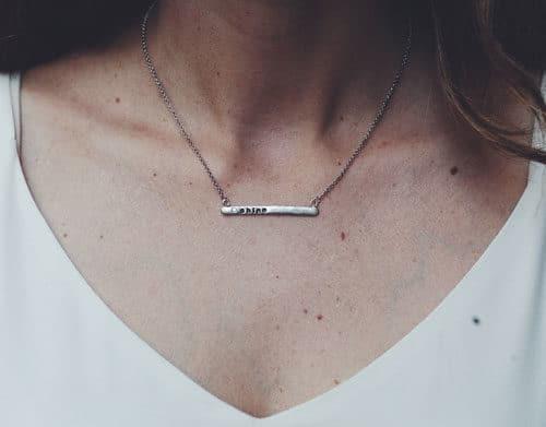 la tua parola dell'anno WOTY sulla collana