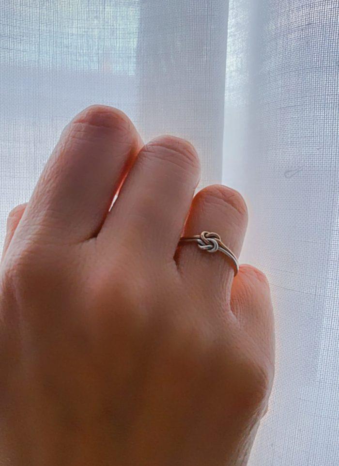 anello in oro a nodo